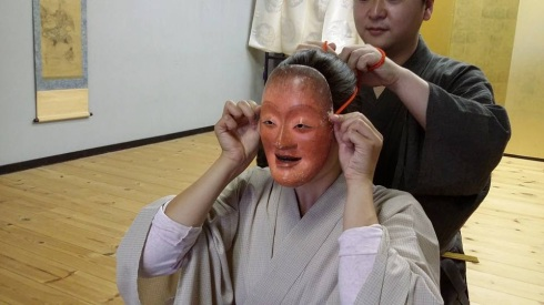 Wearing a Noh Mask (source: International Noh Institute)